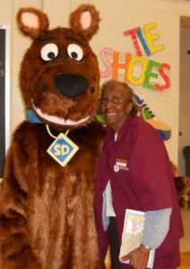 2011-Lincoln-Charter-Scooby-Doo
